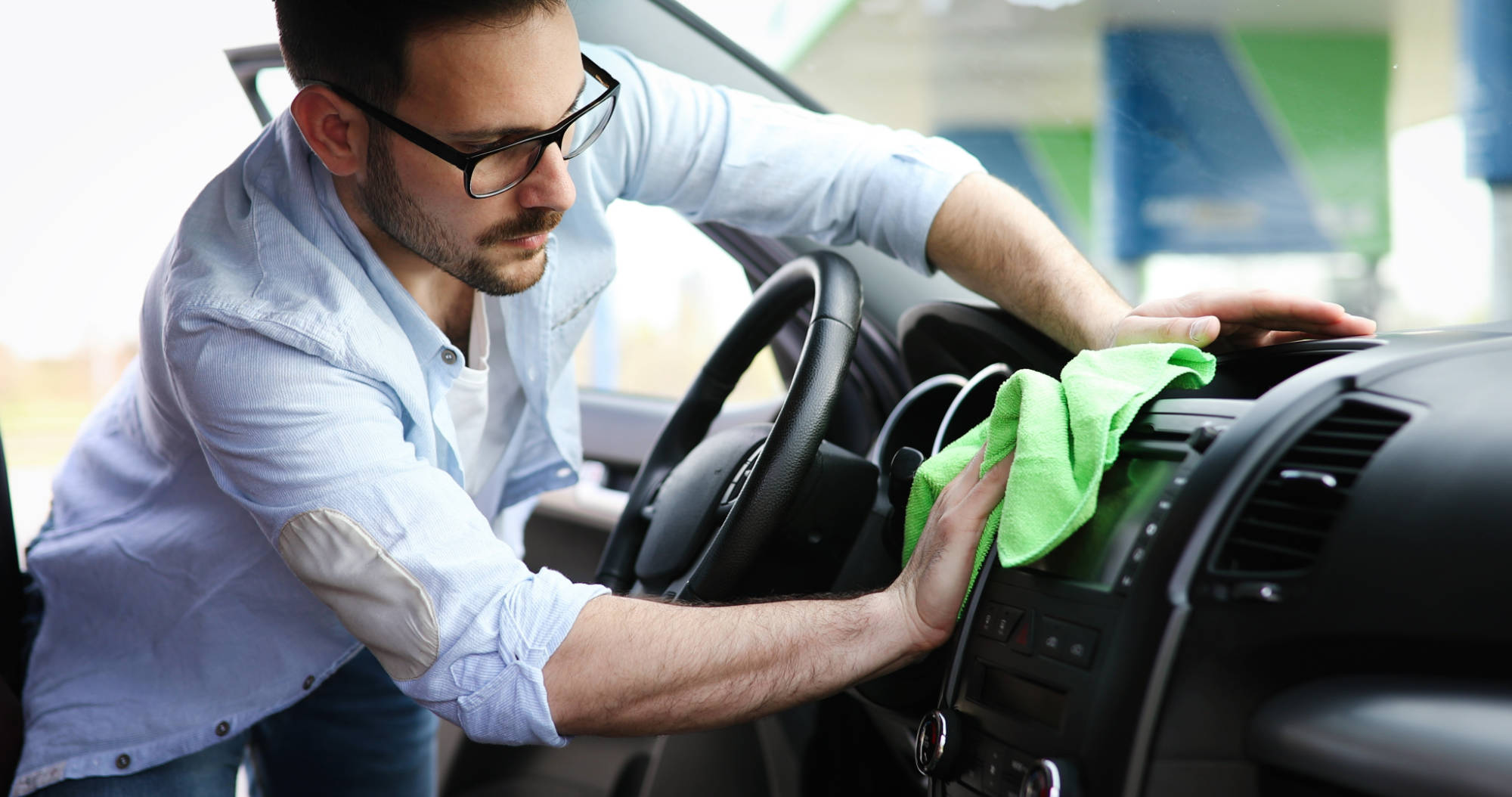 person-cleaning-car-with-microfiber-clot-and-maint-354MWYG.jpg